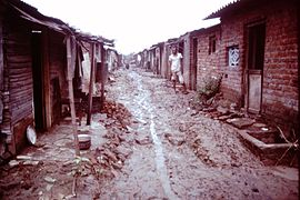 Baroda-India-slums-1979-IHS-89-19-Mud-alley.jpeg