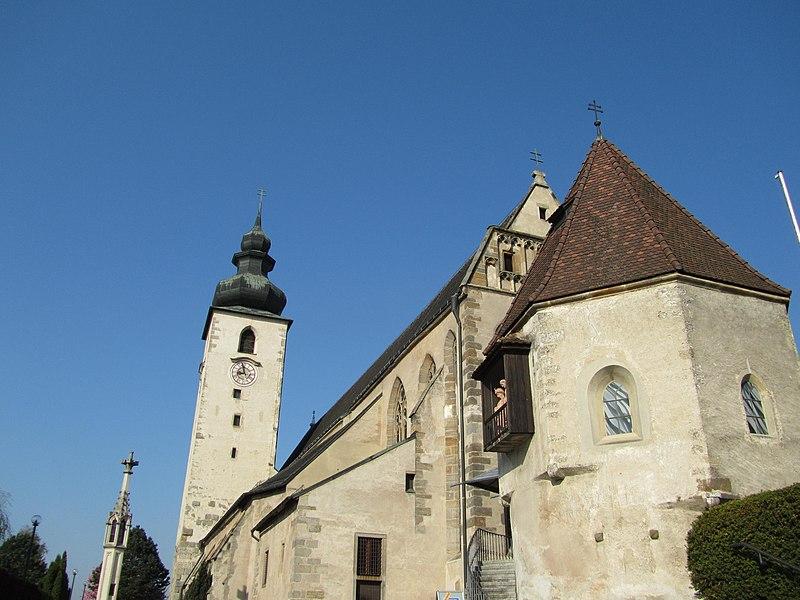Basilika und Karner St.Laurenz in Lorch-Enns.JPG