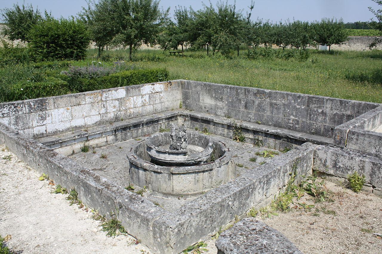 file bassin jet d 39 eau au chateau de l 39 oisellerie la couronne 16 photo 1 jpg wikimedia commons. Black Bedroom Furniture Sets. Home Design Ideas