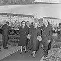 Beatrix en Claus en auto bij RAI, mevrouw Von Amsberg en koningin Juliana bij RA, Bestanddeelnr 918-8682.jpg