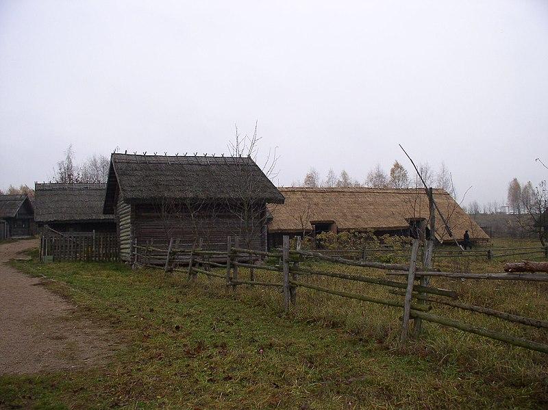 File:Belarus-SMFAL-Zabroddzye-House-3.jpg