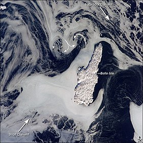 Photo satellite de Belle Isle montrant le courant du Labrador dans le  détroit de Belle Isle.