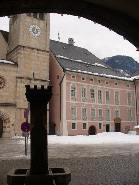 File:Berchtesgaden, Schlossplatz - geo.hlipp.de - 7939.jpg