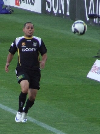 Leo Bertos - Bertos playing for Wellington Phoenix in 2009