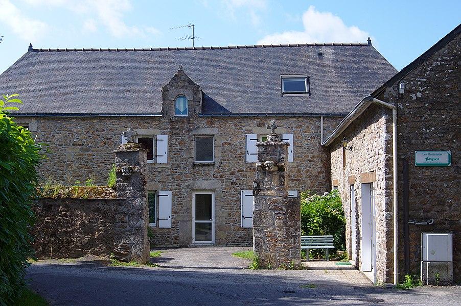 Ancien presbytère de Bohal, transformé en logements.