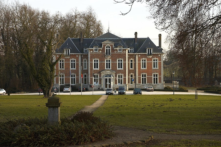 Domein van Kwabeek. Het gemeentehuis Neervelpsestraat 11, 3370 Boutersem, België. Kijkend richting zuid-oost.   Camera location  50° 49′ 45.2″ N, 4° 49′ 33.6″ E     View this and other nearby images on: OpenStreetMap - Google Earth    50.829222;    4.826000