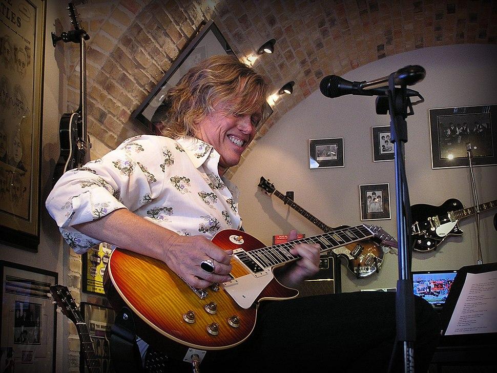 Brain Ray rocking Viniyl - Guitar Clinic at Redbone Guitar Boutique, 2009-06-13