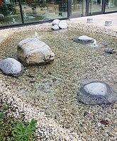 Brunnen1 BernhardWickiStr3 München.jpg
