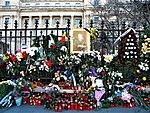 Bucuresti, Romania. Tristete fara glas. Flori si candele pentru ultimul nostru rege. Regele Mihai I. 8 Decembrie 2017.jpg