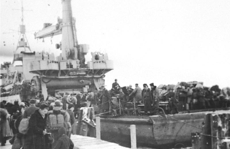 Bundesarchiv Bild 146-1972-093-65, Flüchtlinge auf Schiff