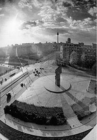 Bundesarchiv Bild 183-1988-1104-024, Berlin, Leninplatz.jpg