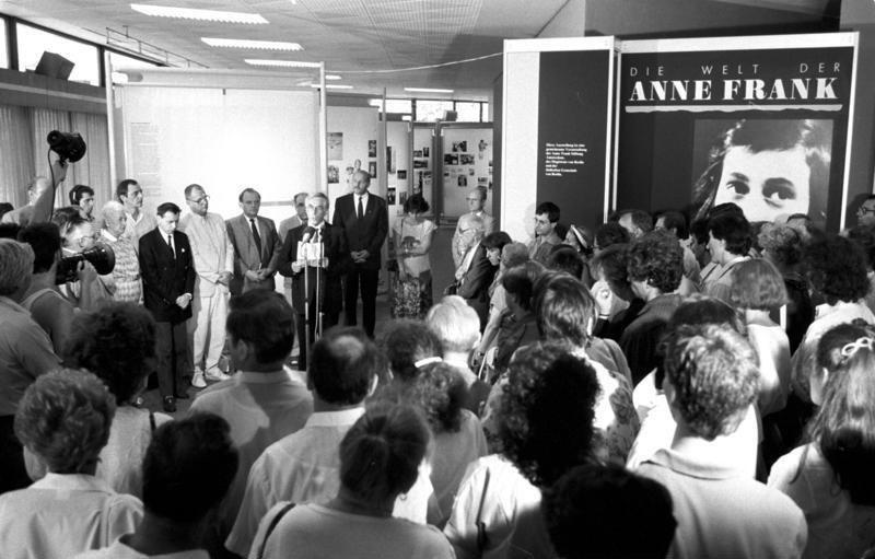 Bundesarchiv Bild 183-1989-0707-036, Berlin, Eröffnung Anne-Frank-Ausstellung
