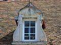 Caen 71 rue de Bayeux lucarne datée 1612.JPG