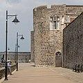 Caernarfon Town Wall (48339166567).jpg