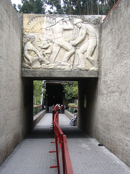 Ficheiro:Catedral de la Sal de Zipaquirá.jpg