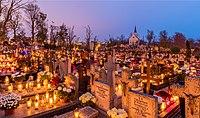 Celebración de Todos los Santos, cementerio de la Santa Cruz, Gniezno, Polonia, 2017-11-01, DD 07-09 HDR.jpg