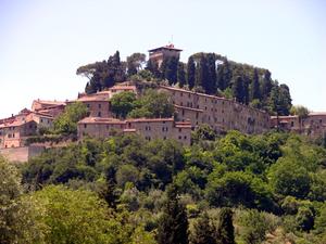 Rocca (architecture) - The Rocca of Cetona (province of Siena) dominates its village.