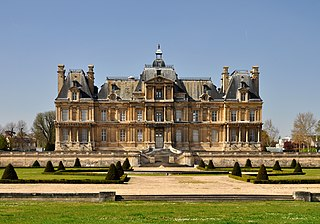 château located in a northwestern suburb of Paris