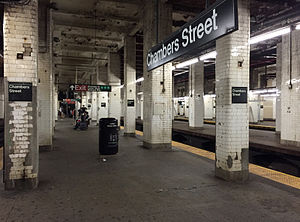 Brooklyn Bridge–City Hall/Chambers Street (New York City Subway) - Northbound platform. On the right is the unused middle platform and downtown platform.