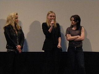 K 11 Kristen Stewart ... Currie, Dakota Fanning, Kristen Stewart 11.jpg - Wikimedia Commons