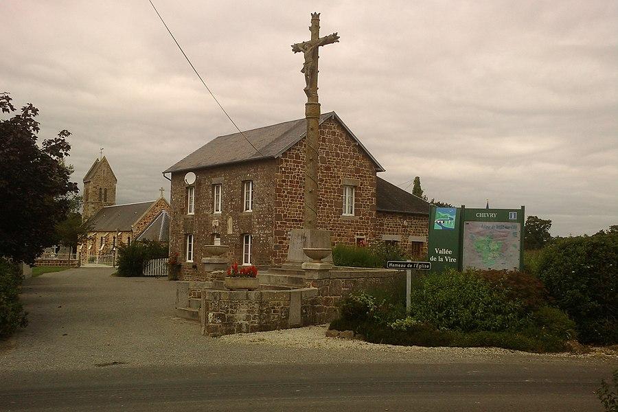 Vue de fr:Chevry avec sa mairie et son église
