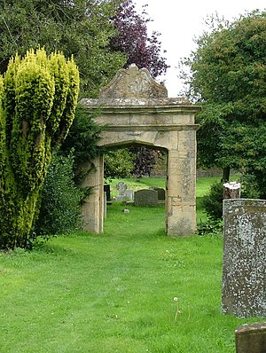 Churchill, Oxfordshire - Old gateway in Churchill graveyard