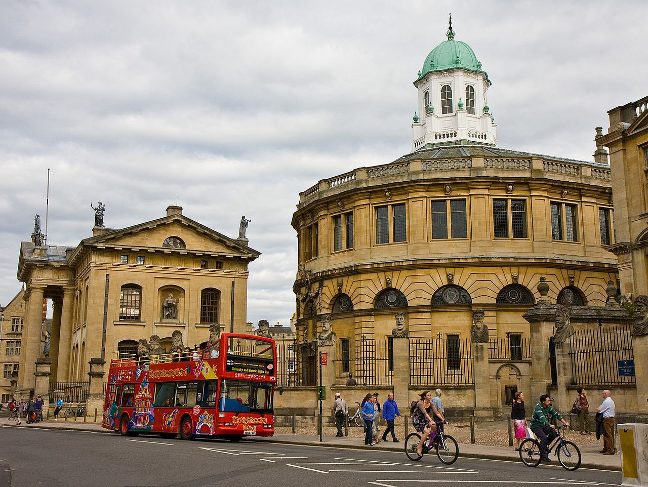 File:City Sightseeing bus in Oxford, England 12 - Broad ...