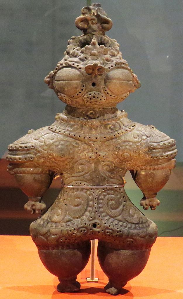 File:Clay statue, late Jomon period.JPG - Wikimedia Commons