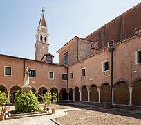Cloister of San Francesco della Vigna (Venice).jpg