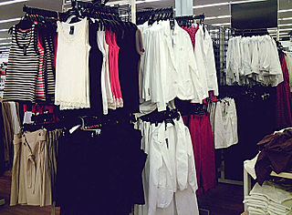 Ready-to-wear mass-produced clothing in standard sizes