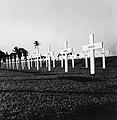 Collectie NMvWereldculturen, TM-20001541, Negatief, 'Kerkhof op het ereveld van Menteng Pulo', fotograaf Boy Lawson, 1971.jpg