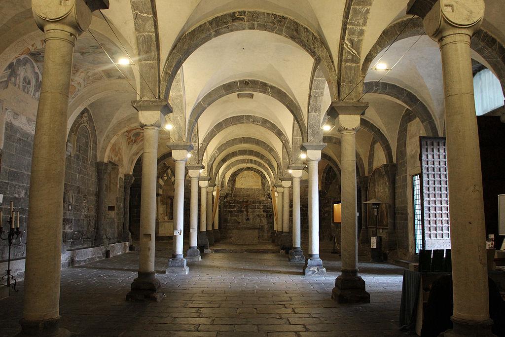 > A l'intérieur de l'église inférieure de la Commenda di San Giovanni di Pré - Photo de Sailko