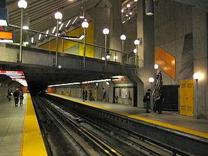 Côte-Sainte-Catherine station - Image: Cote Sainte Catherine Metro