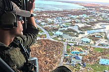 Weergave van tropische cycloonschade vanuit een helikopter
