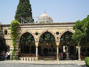 قصر العظم بدمشق  300px-DamascusAzemPalaceLargeCrtyd