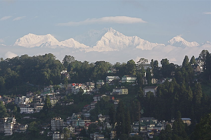 Darjeeling with the Himalayas and the Kangchenjunga in the backdrop.jpg