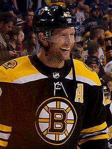David Backes Boston Bruins 2017.jpg 379b94a95