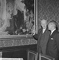 De voorzitter van de Eerste Kamer mr. J.A. Jonkman toont de Japanse minister-pre, Bestanddeelnr 914-5292.jpg