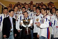 Il presidente russo dmitrij medvedev con la nazionale di hockey