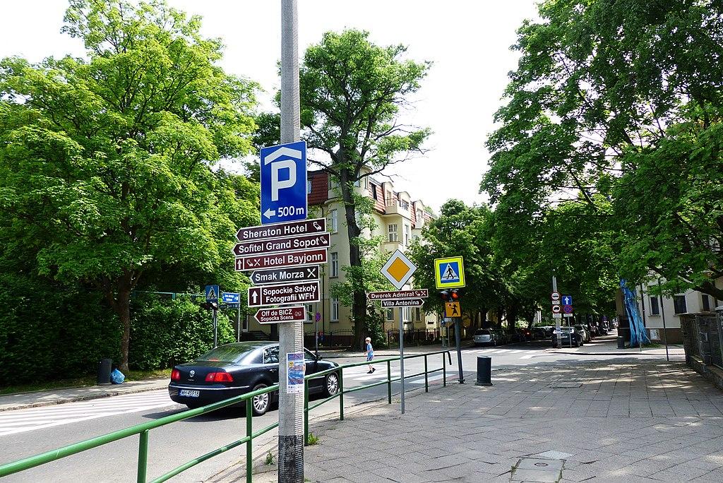 1024px-Dolny_Sopot%2C_Sopot%2C_Poland_-_panoramio_%2890%29.jpg