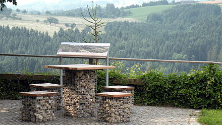 Resting area along the Donausteig hiking trail near Bad Kreuzen Donausteig Rastplatz.jpg