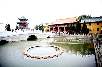 Donglin Temple (Jiangxi) - Image: Donglin temple lotus pond