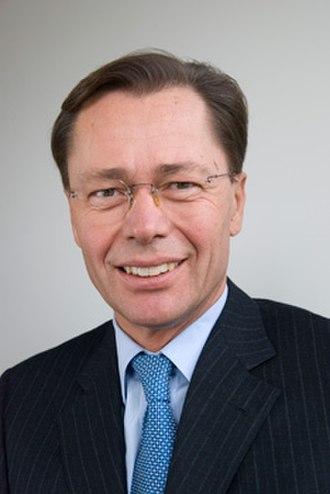 Head shot - Example of corporate head shot featuring entrepreneur Thomas Middelhoff.