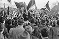 Dukla Praag tegen Ajax 2-1, Masopust op schouders Dukla-fans, Bestanddeelnr 920-1438.jpg