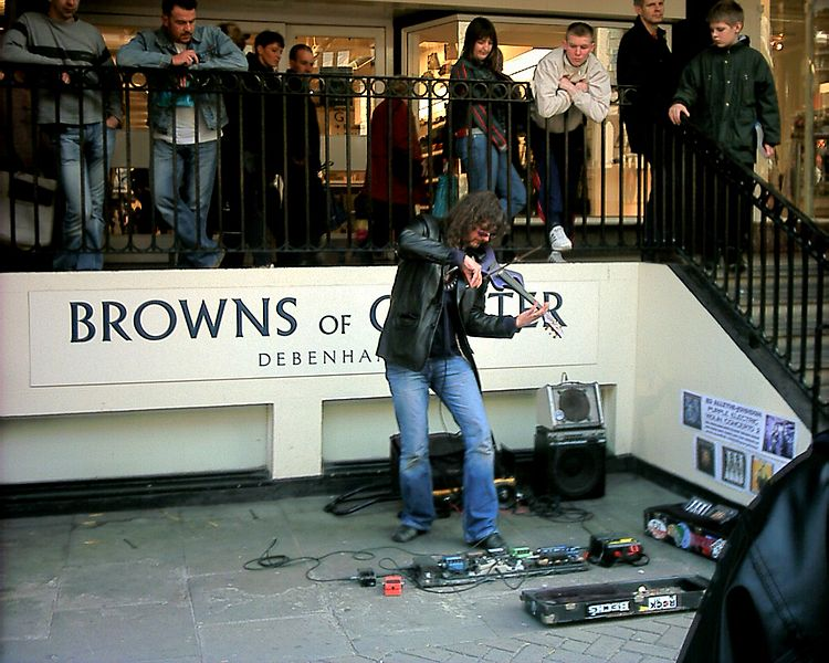 File:Ed Alleyne-Johnson busking in Chester.JPG
