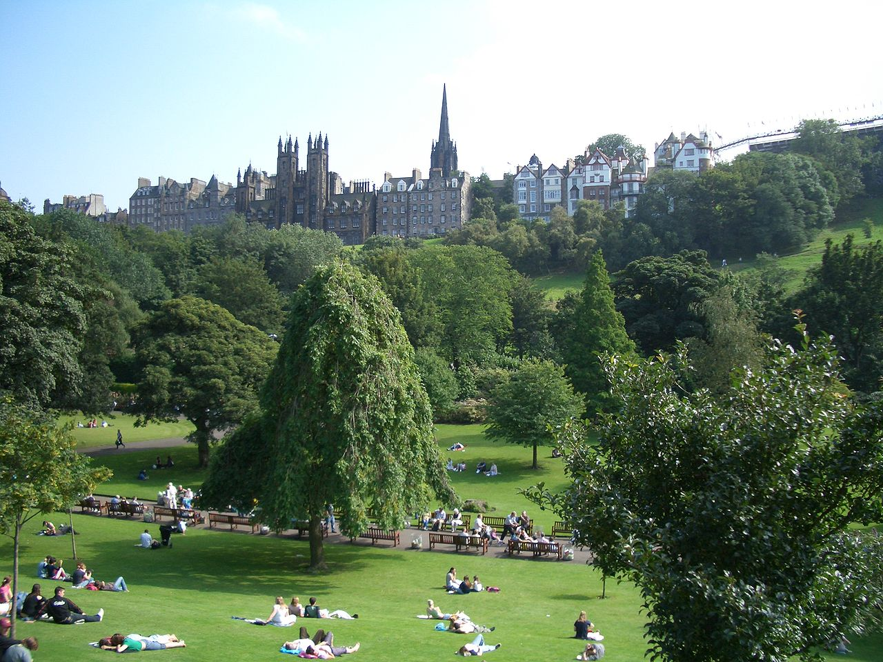 File edinburgh park and old town jpg wikipedia for Park towne