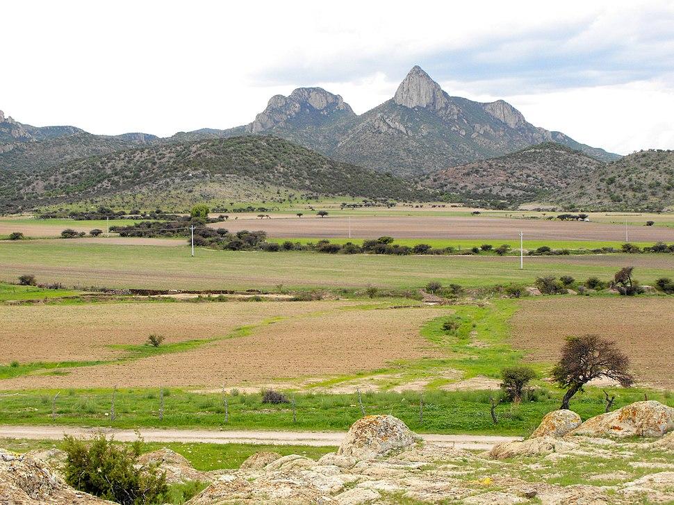 El Picacho desde la entrada - panoramio