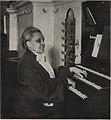 Elfrida Andrée vid orgeln i Göteborgs domkyrka.jpg