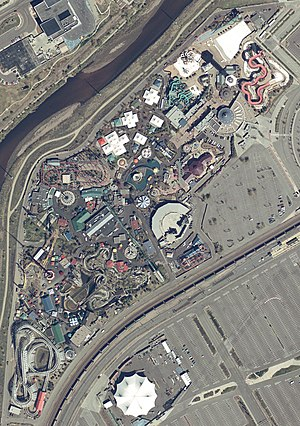 Elitch Gardens Theme Park - Satellite view from April 2004 (top of image faces north). New Half Pipe coaster under construction. (Lower left corner).