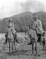 En man från Cochabamba och Olga Nordenskiöld. Lokal, Rio Chapáre, nordöstra Bolivia - SMVK - 005565.tif